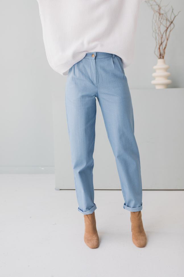 Брюки с защипами, голубой джинс