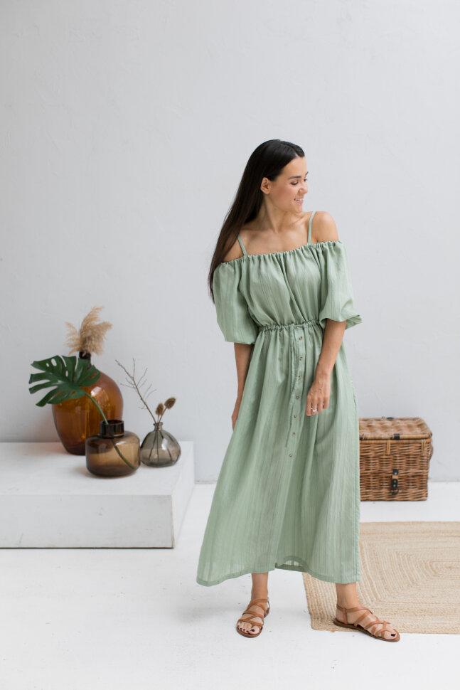 Платье с открытыми плечами, молодой листвы