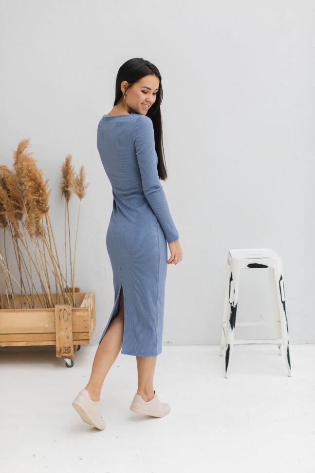 Платье-футляр с разрезом по спинке, пыльно-голубой